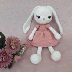 Amigurumi İle Tavşan Minty - Emekce.com Amigurumi Rabbit, Crochet Hats, Crochet Bunny Pattern, Free Pattern, Blue Prints, Tejidos, Bunny, Knitting Hats, Rabbits