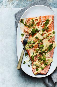Kylmä uunilohi ja parmesaanikastike | Kala | Soppa365 Just Eat It, I Want To Eat, Fish Dishes, Fish And Seafood, Starters, Vegetable Pizza, Quiche, Chili, Salmon