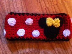 Minnie Mouse ear warmer I made this :) M. Crochet Baby Beanie, Baby Girl Crochet, Crochet For Kids, Crochet Yarn, Crochet Mickey Mouse, Crochet Disney, Minnie Mouse, Crotchet Patterns, Baby Knitting Patterns