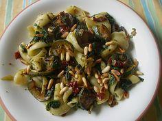 Pasta mit Zucchini, Spinat und getrockneten Tomaten
