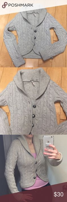 "Free People Viceroy knit cardigan buttons down S Free People Viceroy cable-knit wool 3 buttons cardigan sweater short shawl collar cardigan. Size S. EUC . Length is 23"". Thick and warm. Free People Jackets & Coats Blazers"