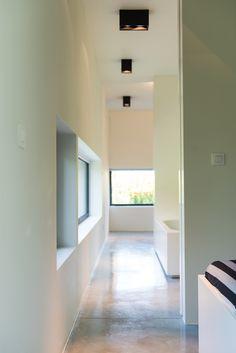 Brede deuren en makkelijk toegankelijke ruimtes, zoals de badkamer met inloopdouche maken het levenslang wonen mogelijk, foto Ian Segal, 1029GYBE stam.be