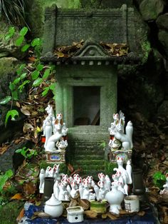 There are thousands of fox figures here, left by the likes of you and me! Japanese Shrine, Fox Spirit, Japanese Folklore, Japanese Culture, Kawaii, Concept Art, Altars, Ideas, Rainy Season