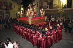 Procesión de la Cofradía de los costaleros y costaleras del Santísimo Cristo de las tres caídas de Calpe, Semana Santa 2013 de Calp