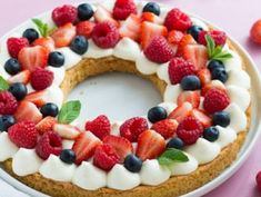 No Bake Lemon Cream Pie - lemon desserts Strawberry Desserts, Lemon Desserts, No Bake Desserts, Fruit Birthday Cake, Fruit Wedding Cake, Fruit Juice Recipes, Fruit Tart, Red Fruit, Dessert Fruits Rouges