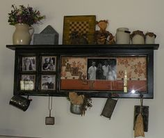 Old door ideas with windows family photos Trendy ideas Country Primitive, Country Sampler, Primitive Crafts, Family Photo Frames, Family Photos, Wooden Plates, Plate Stands, Old Windows, Repurposed Items