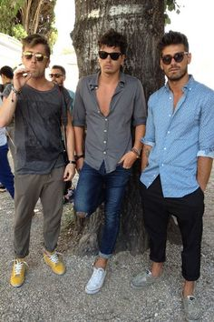 Great men's casual summer outfits. The skinny pants are a great alternative to shorts.
