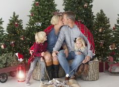 Holiday Photo Sessions - Limited Edition Campfire Sessions… Scheduling now! These adorable sessions are perfect for the family or just the kids! All the information, details, pricing, and how to register is up on the blog! Link in profile. Would love to see you there!  Tracy Gabbard Photography Tracy Gabbard Studios, Tampa Photographer, Holiday Minis, Christmas 2017, Campfire Sessions, Holiday Photo Sessions Christmas Photography