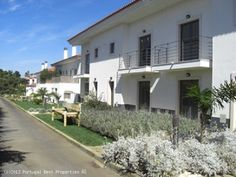 5 bedroom villa with pool in Cascais, Estoril Coast, Portugal - Villa in a condominium with a shared pool, garden area and parking space.  Located within 5 minutes of the beach by foot and within 40 minutes of Lisbon airport. - http://www.portugalbestproperties.com/component/option,com_iproperty/Itemid,16/id,1283/lang,en/view,property/#