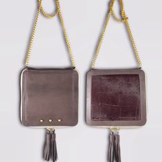 Quadrotto macrilia piccola pochette quadrata in pelle e cavallino con tasca interna e nappine rifinite a mano.