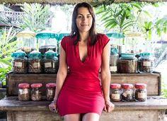 Tegan Wallis is a qualified Holistic health practitioner specialising in Ayurvedic Medicine, Naturopathy, Holistic Nutrition & Herbal Medicine.