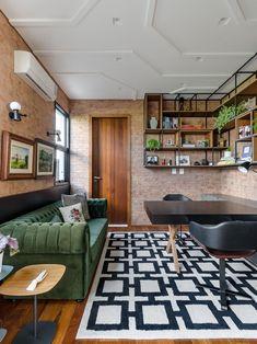 Uma casa ensolarada, ampla, com cores elegantes – esse é o resultado do pedido dos proprietários à arquiteta Andrea Murao, em Taubaté, SP. Os pontos de cor são estratégicos e revelam a alegria que a arquiteta pinçou do lifestyle da família. (Foto: Ronaldo Rizzutti - Commercial Ph)