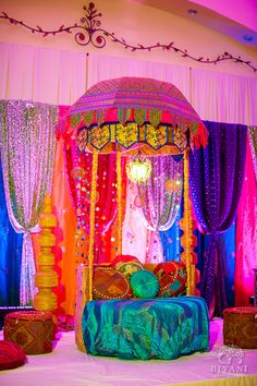 Bollywood Inspired Party Decor- This set up is so dreamy! Arabian Party, Arabian Nights Party, Arabian Theme, Moroccan Party, Moroccan Theme, Indian Theme, Indian Party, Festa Tema Arabian Nights, Jasmin Party