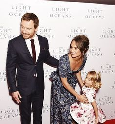 Ohh just look at that! They will be wonderful parents 💕 #AliciaVikander #MichaelFassbender #vikassy #love #thelightbetweenoceans #london #cute #aww #beautiful #premiere #lookatthem #fassy #lovelycouple #smile #couple #lovegoals #adorable #actor #actress