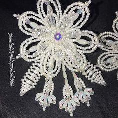 Tapa orejas trabajado en perlas lágrimas tornasoles cristales de vidrio en forma de rombos y gotas de cristal de vidrio