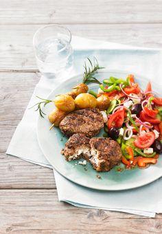 Bifteki aus Hackfleisch, Käse und Ei