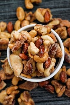 Sugar Free Caramelized Nuts- A sugar free caramelised nut recipe which takes less than 10 minutes and is gluten free, paleo and diabetic friendly!