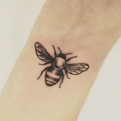 Tattoos are popular now more than ever. People can have a multitude of reasons why to get a tattoo. Bumble Bee Tattoo, Honey Bee Tattoo, Bild Tattoos, Body Art Tattoos, Small Tattoos, Tatoos, Tasteful Tattoos, Feminine Tattoos, Elbow Tattoos