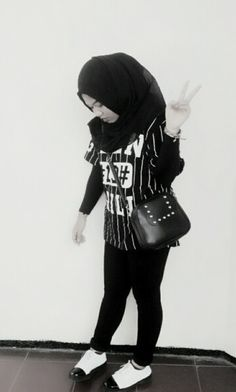 casual style me love it #hijabstyle #hijabootd #casual #black #white