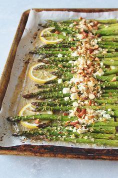 Honey-Lemon Roasted Asparagus with Feta & Almond (veg) Honig-Zitrone gebratener Spargel mit Feta Vegetable Recipes, Vegetarian Recipes, Cooking Recipes, Healthy Recipes, Vegetarian Roast Dinner, Vegetarian Tapas, Healthy Dishes, Lunch Recipes, Healthy Meals