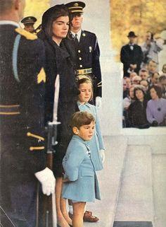 1963 LIFE Magazine - President John F. Kennedy -- Memorial Edition..