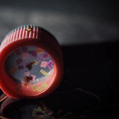 """一日一菓 「万華鏡」 煉切 錦玉羹 製 wagashi of the day """"Kaleidoscope"""" 本日は「万華鏡」です。 1枚目の写真ではナンノコッチャ?だと思いますが、 2枚目の写真ではお分かり頂ける事かと存じます。 筒状の煉切の中に、透明な錦玉羹 ..."""
