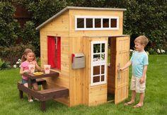 Caseta de madera  http://www.misoky.com/casitas-juguetes-infantiles/casa-moderna-de-madera-para-exteriores.html