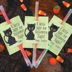 A Little Light for Halloween Night! Glow Stick Gift Tags for Halloween Party Favor, Trick or Treatin - Halloween Treat Bags - Halloween Goodie Bags - Girls Halloween Tags, Halloween Class Party, Halloween School Treats, Halloween Treat Bags, Halloween Party Favors, Halloween Goodies, Halloween Fruit, Holidays Halloween, Happy Halloween