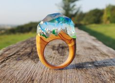 Anello vero legno di ulivo montagne innevate - Real olive wood ring resin mountain snow unusual unique rings art deco engagement rings women di EddyAllHandMade su Etsy