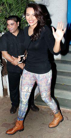 Sonakshi Sinha clicked outside a popular Mumbai restaurant - Olive Bollywood Images, Bollywood Actress Hot Photos, Indian Bollywood Actress, Beautiful Bollywood Actress, Bollywood Outfits, Bollywood Saree, Bollywood Fashion, Beautiful Girl Indian, Most Beautiful Indian Actress
