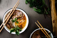 Bo Bun Hue (Spicy Vietnamese Noodle Soup): Bo Bun Hue isn't as widely known as its sister soup, pho. If you like pho, this soup is going Vietnamese Recipes, Asian Recipes, Ethnic Recipes, Vietnamese Noodle, Bun Bo Hue Recipe, Fun Cooking, Cooking Recipes, Bo Bun, Asian Soup