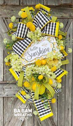 Diy Spring Wreath, Diy Wreath, Tulle Wreath, Wreath Ideas, Easter Wreaths, Holiday Wreaths, Deco Mesh Wreaths, Yarn Wreaths, Floral Wreaths