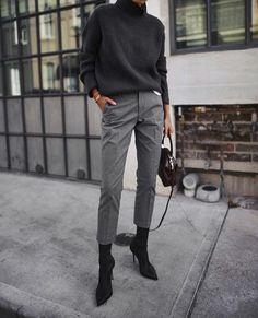 More black turtleneck+black shoes+pants