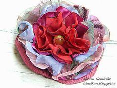 Leerboek masterclass op stof bloemen Vanilla Bloemen!Nou, nu mijn MC voor de bloemen ... Ik ben zeker niet Amerika ... copyright opende bloem heb ik niet, maar ik besloot om je te vertellen hoe het gebruik van een methode, met behulp van verschillende materialen, kunt u een volledig unieke en prachtige bloemen gemaakt van doek te creëren. Bij het maken van dit kleine MK Ik experimenteerde met stoffen, breedte en lengte van de snede strips.Dat zijn de bloemen die ik kreeg.