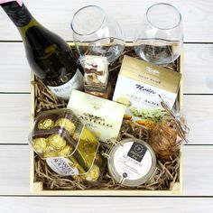 Gifts Baskets For Men Alcohol 64 Ideas For 2019 Christmas Gifts For Adults, Christmas Gift Baskets, Xmas Gifts, Gift Baskets For Women, Wine Gift Baskets, Cadeau St Valentin, Adult Birthday Cakes, Cake Birthday, Birthday Gift Baskets