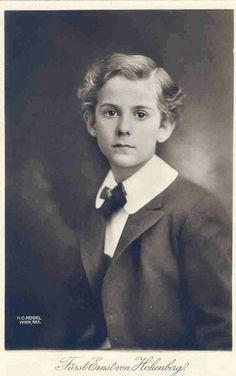 Князь Эрнст фон Гогенберг, младший сын Эрцгерцога Франца Фердинанда и герцогини Софии фон Гогенберг (17 мая 1904 - 5 марта 1954).