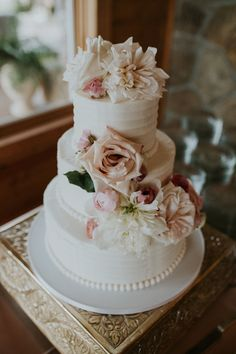3 tiered Wedding Cake with Roses and Dahlias | photos by Ancelet Photography | The Pink Bride®️️ www.thepinkbride.com