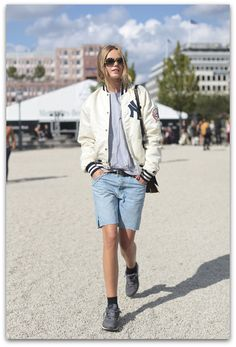 Bomber jacket outfits ideas are among best ways to give new breeze to your dresses and winterize your summer clothes. The jacket instantly adds an attitude Boyfriend Jeans, Love Fashion, Girl Fashion, Boyish Fashion, Spring Fashion, Modell Street-style, Sneakers Fashion Outfits, Looks Street Style, Models Off Duty