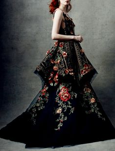 there& nothing platonic about couture, chandelyer:Marchesa fall 2018 rtw (With images) Style Haute Couture, Couture Fashion, Runway Fashion, Fashion Models, High Fashion, Fashion Vestidos, Dress Vestidos, Fashion Dresses, Peplum Dresses