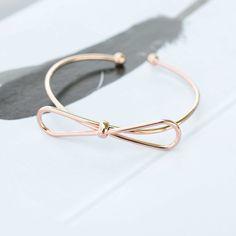 Majolie - Bracelet Jonc Noeud Papillon Or Rose – Majolie - Des bijoux prêts à offrir!