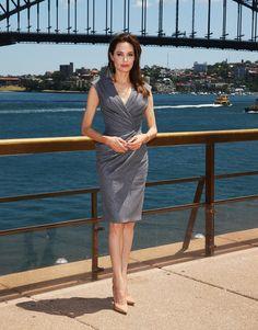 Sul Red Carpet di Unbroken, Angelina Jolie e Brad Pitt hanno sfilato insieme da sposati ,alla Conference Call ha vestito Versace, alla Premiere Gucci.http://www.sfilate.it/237577/angelina-jolie-per-unbroken-sceglie-tutte-sfumature-grigio-gucci-versace