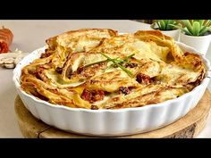 CRESPELLE SALSICCIA E FUNGHI primo piatto per il giorno di Natale 🎄 - YouTube Crepes, Crepe Recipes, Biscotti, Apple Pie, Sausage, Stuffed Mushrooms, Pasta, Stella, Hotel