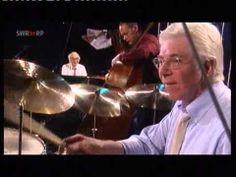 管のソロの参考に〜。後テーマはTPとテナーで吹いたらいいかな〜って。 「▶ Dave Brubeck - Unsquare Dance - Jazzfestival Burghausen 2001 - YouTube
