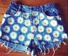 the flowers on these shorts are so cute :D