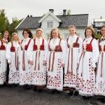 Flotte bunadsjenter Folk Costume, Costumes, Beautiful Norway, Going Out Of Business, Lace Skirt, Kimono Top, Folklore, Irish, Tops
