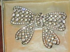 SIGNED EISENBERG VINTAGE BOW PIN EXCELLENT CONDITION IN IT'S ORIGIANL BOX