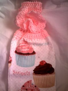 Cupcake Towel Topper by Tambowsdesigns on Etsy Crochet Kitchen, Crochet Home, Knit Crochet, Crochet Projects, Craft Projects, Crochet Towel Topper, Cupcake Collection, Knitting Patterns, Crochet Patterns