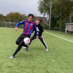 Soccer Footwork Drills, Soccer Practice Drills, Soccer Training Drills, Best Football Skills, Football Tricks, Football Workouts, Girls Soccer Cleats, Kids Soccer, Mbappe Psg