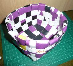 Körbe flechten aus Wachstuch | sewia.de Amazing, Oilcloth, Braid, Basket, Upcycled Crafts