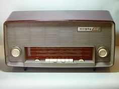 This is a Murphy 674 before renovation. It is a stylish 1960 radio with 7 valves.